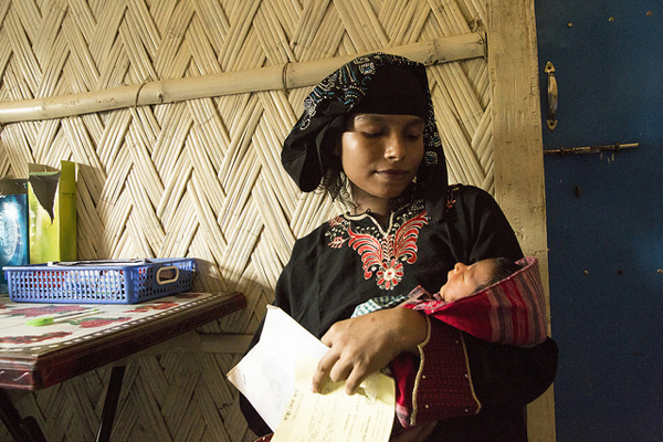 Woman and baby in Bangladesh. Photo:  Anna Dubuis / UK Department for International Development.